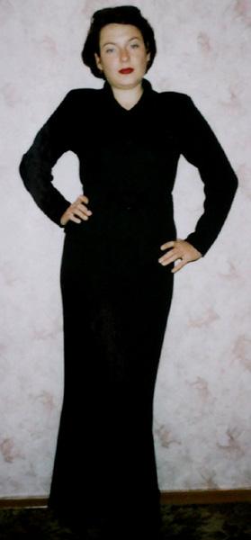 Copyright 2005-2008 Бородаенко Елена. длинные платья. мужское и детское. короткие платья.  Нажать на картинку, чтобы...